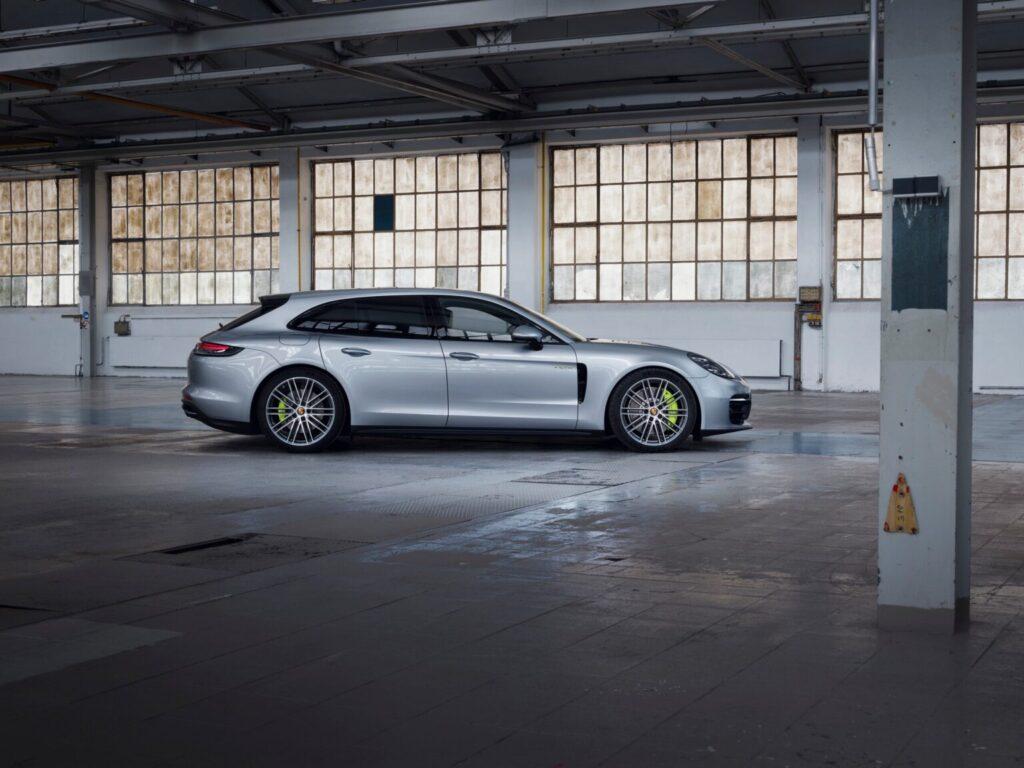 """بالصور… باناميرا """"تيربو S"""" هايبرد 2021 تنطلق رسمياً  2021-Porsche-Panamera-4-1-1536x1152-1024x768"""